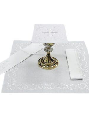 Bielizna kielichowa biały krzyż otoczony haftem