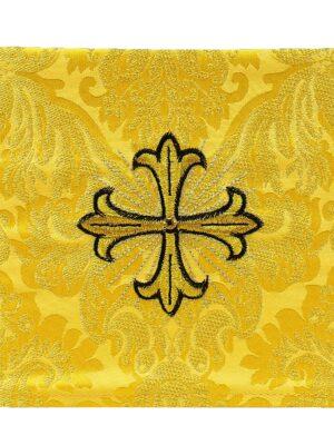 Palka z wypukłym haftem krzyża