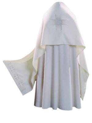Welon z haftem prostego krzyża na tkaninie