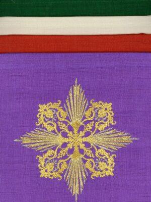 Palka z ozdobnym haftem w kształcie krzyża