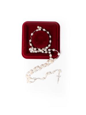 Różaniec papieski z prawdziwych pereł wykończony srebrem