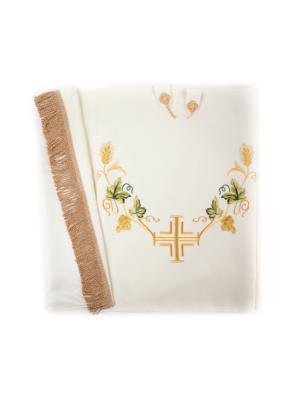 Welon z haftem krzyża i winorośli